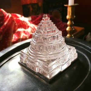 11-spatik-shri-yantra-on-black-marble-abishek-base